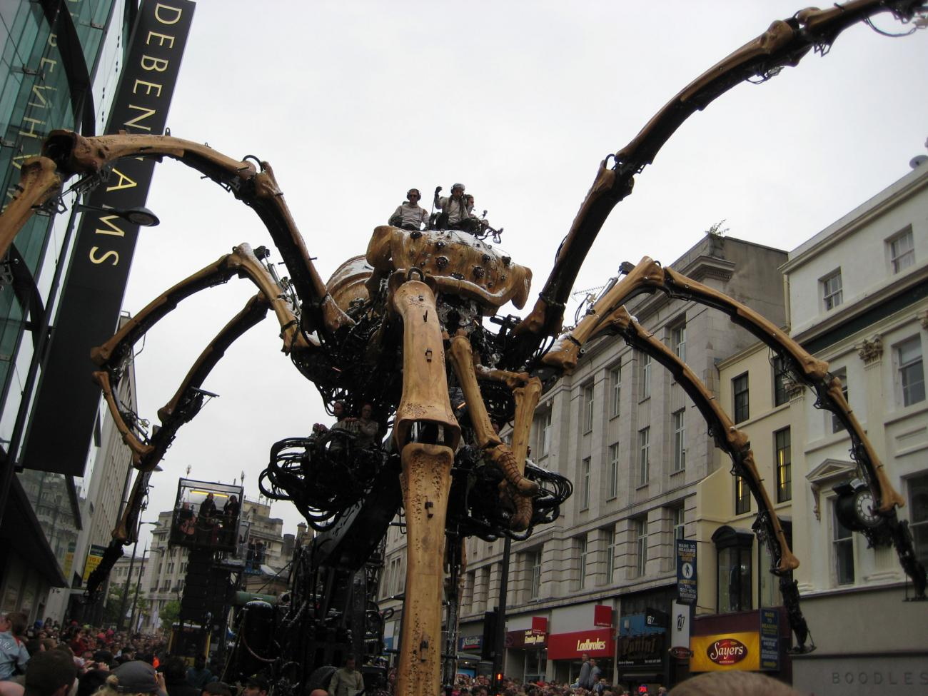 The day a giant spider came to the City...