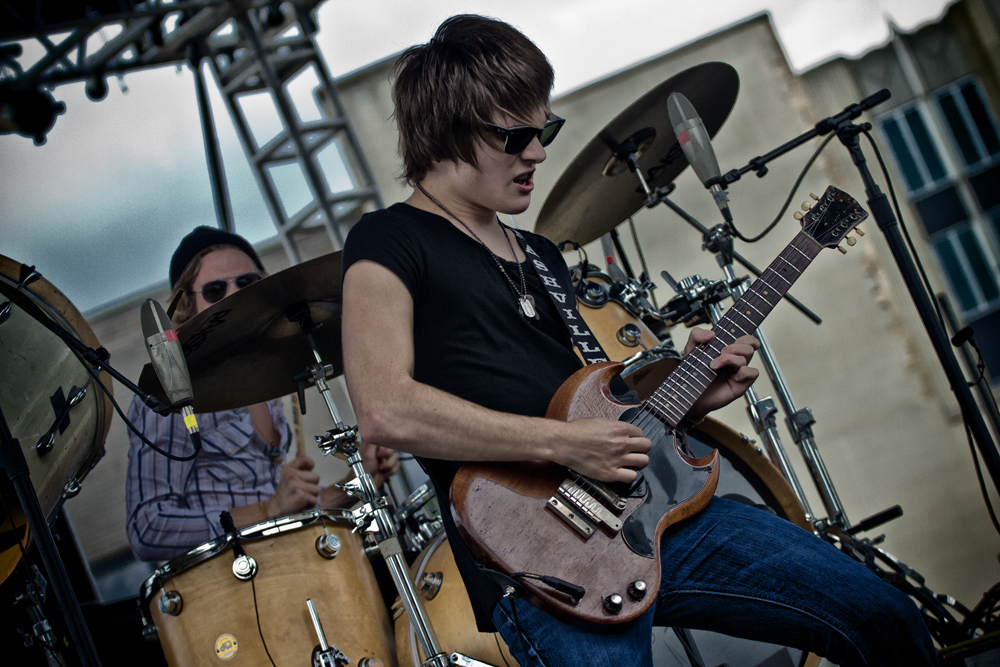 Tyler Bryant and the Shakedown (2)